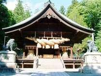 諏訪大社秋宮までは徒歩5分。国内にある最も古い神社の一つとされております。