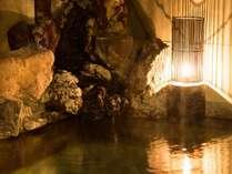名湯「旦過の湯」を贅沢に源泉かけ流す、天然100%の温泉