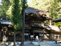 御柱祭で有名な諏訪大社の門前町として、また中山道では唯一温泉の湧く宿場町の宿。