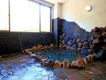 岩風呂。時間制で貸切でご利用いただくことも可能です。