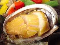 肉厚ぷりっぷりアワビのステーキはバター醤油で召し上がれ♪