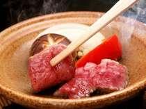 牛肉の陶板焼きはアツアツを