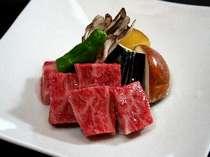米沢牛の陶板焼き例(特別室プラン)