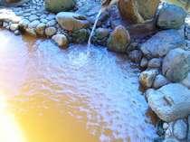 茶褐色の薬効たっぷり、展望露天風呂のにごり湯