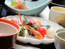 品数豊富な夕食一例。お食事を楽しみにリピーターになる方も大勢