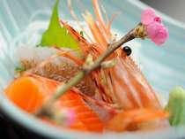 夕食に並ぶ新鮮な海の幸(一例)