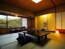 鎌先の温泉街を一望する麗明館客室(一例)