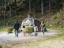 諏訪大社・春宮のパワースポット「万治の石仏」