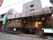 青森県八戸市の中心に位置する、ビジネスや観光の拠点に便利なホテルです。