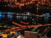 港町横浜の夜景を地上210メートル以上の客室からお楽しみください。(イメージ)