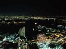 港町横浜の夜景を地上210メートル以上の客室からご堪能ください。(イメージ)
