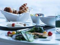 スカイリゾートフロア「アトリエ」 インルームダイニング朝食 (イメージ)