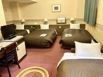 【トリプルルーム】ソファーベットご利用で最大4名様お泊りいただけます。