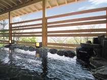 天然温泉100%・露天風呂付特別室の露天風呂一例(天磐)
