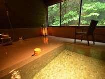 天然温泉【貸切風呂・いろはの湯】四角の浴槽がモダンな雰囲気!