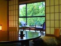 緑の眺望【みどりの棟12畳~17.5畳+踏込+広縁】山側の客室一例