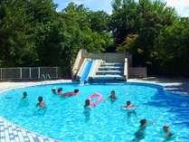 【屋外ガーデンプール】7/17~8/31日まで無料開放!リゾート気分を演出する曲線の美しいプール♪