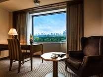 本館(7-12階)デラックス(42平米)ベッド脇にはくつろげるスペースがございます。,東京都,帝国ホテル 東京