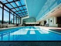 タワー館20階のプール。スイートもしくはインペリアルフロアにご宿泊のお客様は無料でご利用いただけます。
