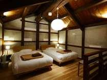 酒蔵の高い天井やむき出しの梁など異なる内装に心躍る全8室のブティックホテル。