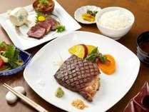 【訳アリステーキ】お肉の部位お任せの但馬牛ステーキプランで『但馬玄』を味わう!浴衣&外湯券付き