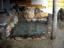 車で5分に位置する赤井川温泉の露天風呂