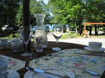 お庭で朝食を