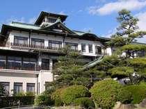 特徴ある城郭風のクラシックホテル