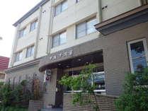 *【外観】JR白馬駅から車で5分。上信越道「長野IC」から車で70分の立地にあります。