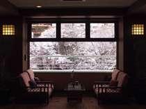 雪景色のロビー