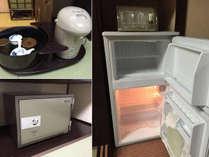 客室の冷蔵庫は空です。お茶やポット、金庫がございます。