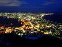 【函館山からの夜景】眼下に広がる光の街。