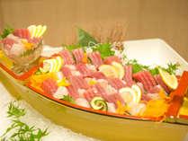 【夕食ビュッフェ】地元の名産物をはじめ、和洋の人気のメニューをご用意♪