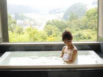 """""""無料""""貸切風呂『樂』新緑の景色をゆったりとお楽しみください"""