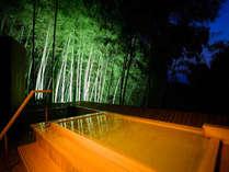 【吉祥の湯】夜のライトアップされた大浴場の露天風呂は竹林がとても神秘的