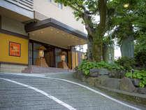 【外観昼景】湯宿一番地は駅から徒歩圏内の好立地!