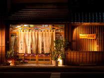 【小浜温泉むつみの宿和多屋】足湯などの観光地も近く便利な立地です