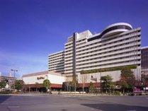 博多駅と天神の中間に位置する、全392室の都市型ホテル。