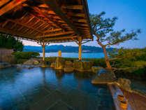 那智の滝を遠望できる海辺の露天風呂「滝見の湯」~夕暮れ時