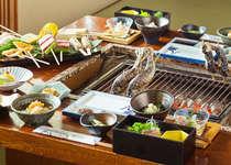 八鵬名物「白山炭火焼」川魚や白峰の食材を豪快に炭火で食す。白山百膳にも指定!