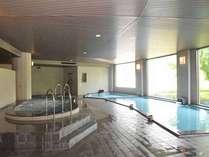 *当倶楽部自慢の浴場。サウナ、ジャグジー、打たせ湯など充実の浴室がプレー後の疲れた体を癒します。