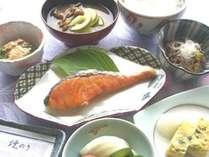 *ご朝食一例。焼き魚など、体にやさしい和定食。