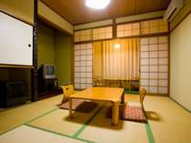 和室(一例)。8畳・駐車場側のお部屋。リーズナブルなプランに対応。階段利用有り