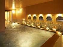 温かみのあるくつろぎの大浴場