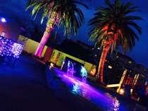 ライトアップされた夜のプールで泳ぎませんか?きっと素敵な写真が撮れますよ♪
