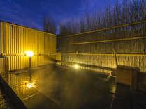 2014年9月に浴槽リニューアル!開放的な無料貸切露天風呂「双月」