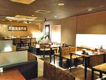 【レストラン】ご朝食はこちらで、自家製の松前漬けが自慢です。