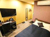 ◆シングルルーム◆全室セミダブルベッドをご用意♪2名様でのご利用は添い寝となります。
