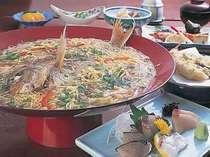 [写真]鯛麺コース(お二人様だと鯛は切り身)