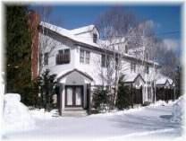 [写真]雪の白樺棟